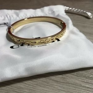 COACH GOLD TONE KISSING C HINGED BANGLE BRACELET